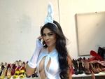 Sheislane Hayalla posa sensual vestida de coelhinha - Cartão de ...